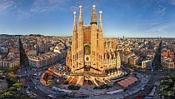 La Sagrada Familia Walking Tour